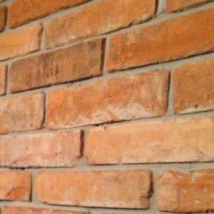 Płytka ze środka starej cegły
