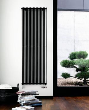 Grzejnik łazienkowy Zehnder Kleo Bar lakierowany z chromowanym uchwytem na ręczniki czarny mat 33,2x150 cm KLPV-150-10/0557